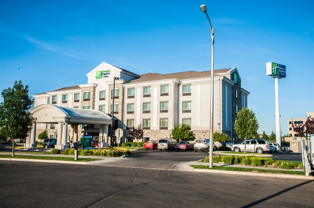 Holiday Inn Express & Suites Bismarck: 3001 N 15th St, Bismarck, ND