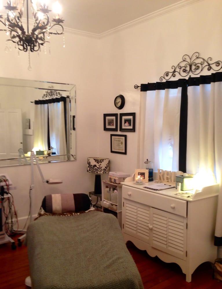 Luminary esthetics skin care chiuso visagisti 266 nw for Beauty treatment room decor ideas