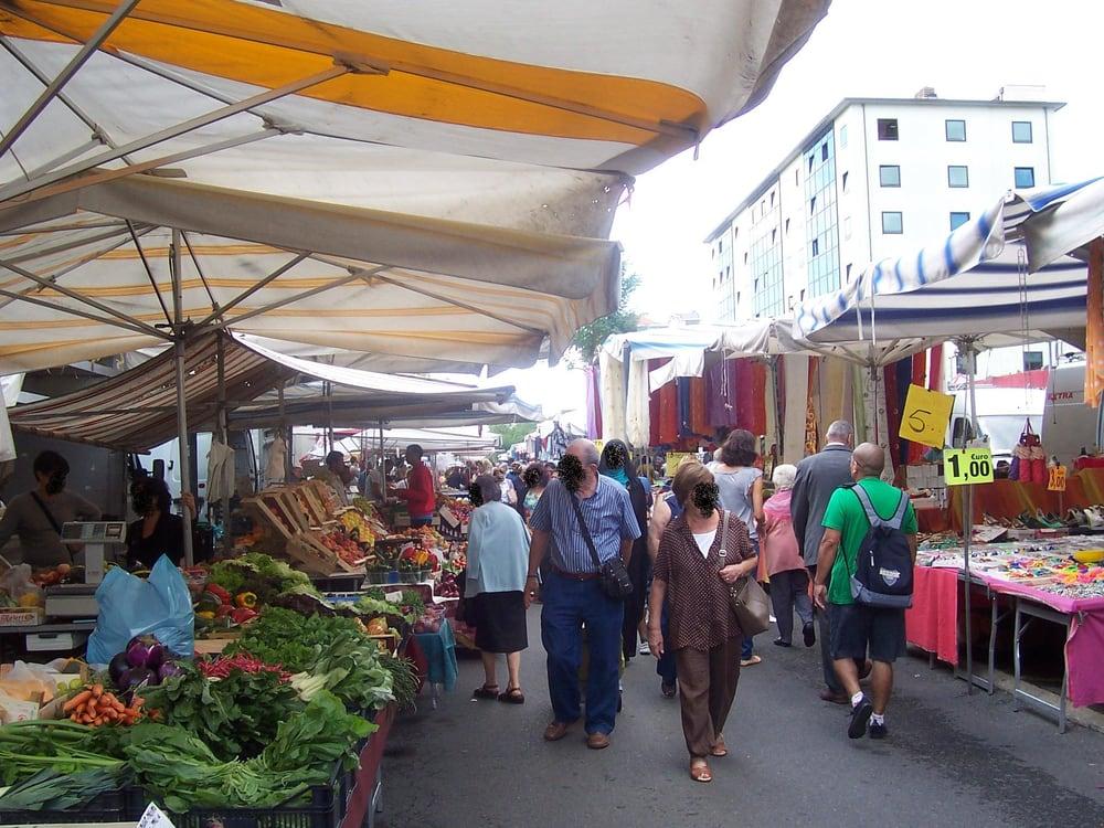 Mercato Zamagna - Farmers Market - Via Paravia, Fiera, Milan ...
