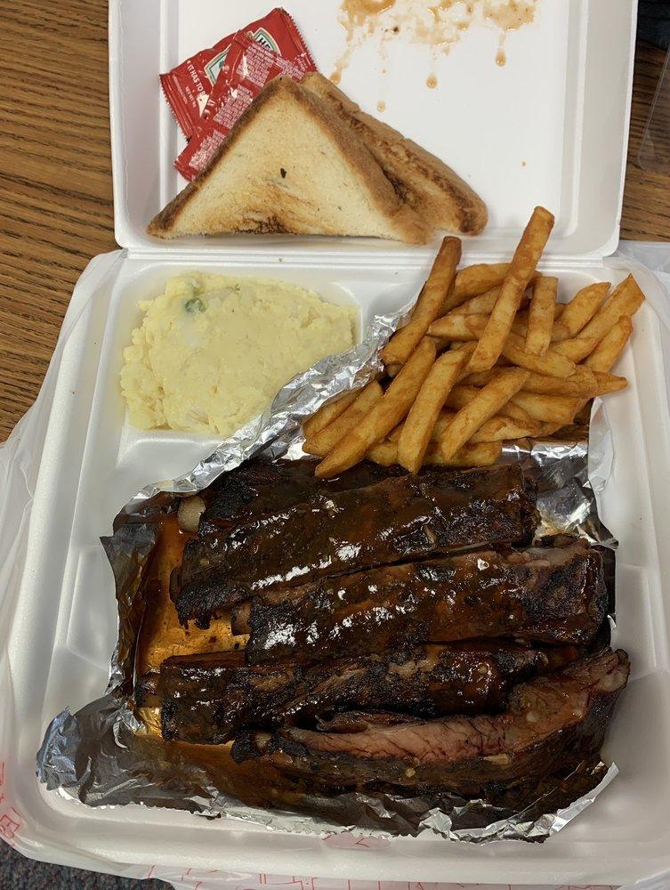 Big Boy's BBQ: 437 Highway 65 S, Dumas, AR