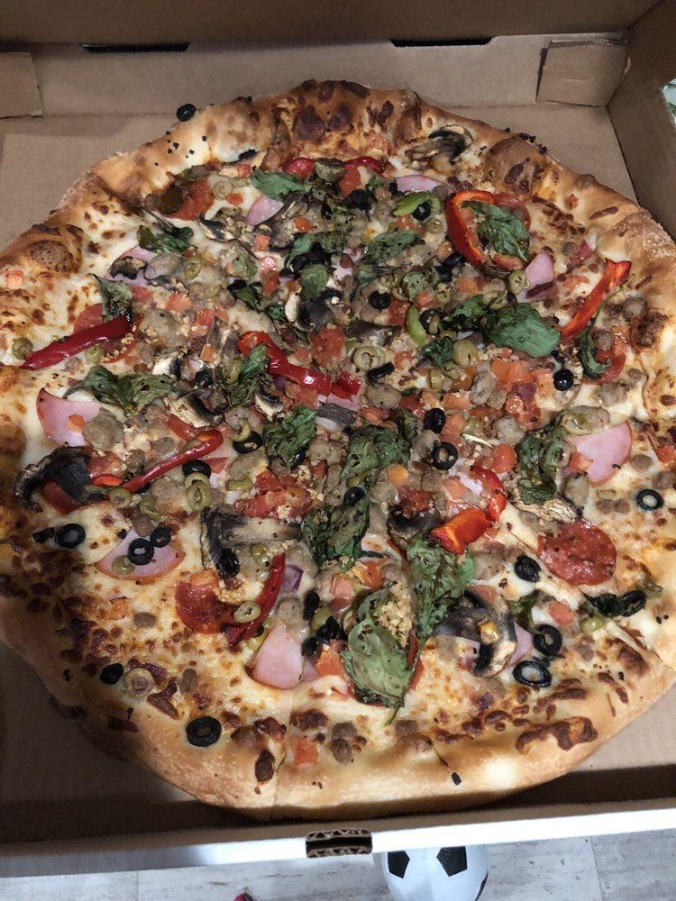 Chaotic Wings & Pizza: 122 W Austin St, Kermit, TX