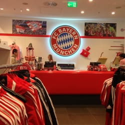 finest selection b6ea7 5fb27 FC Bayern München Fan-Shop - Sports Wear - Nordallee 25 ...