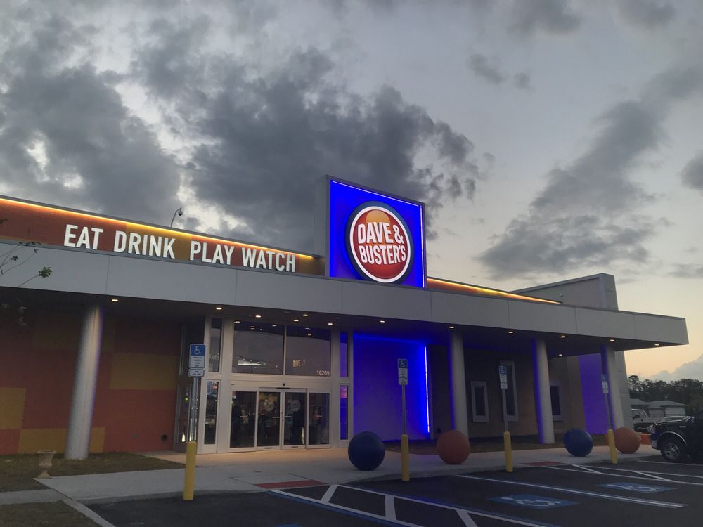 Outside Exterior Shot Of Dave Busters Arcade Eat Play Drink Watch