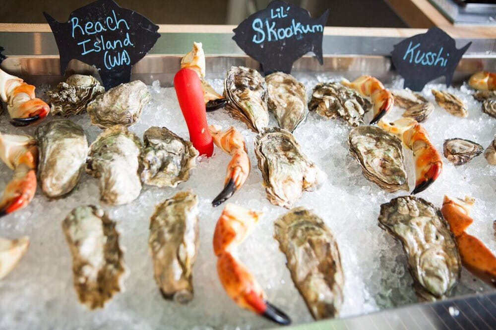 Captain & Krewe Seafood Market and Raw Bar: 629 8th St S, Naples, FL