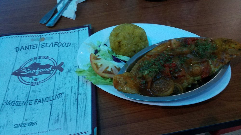 Daniel Seafood Restaurant: Calle Marina #7, Punta Santiago, PR