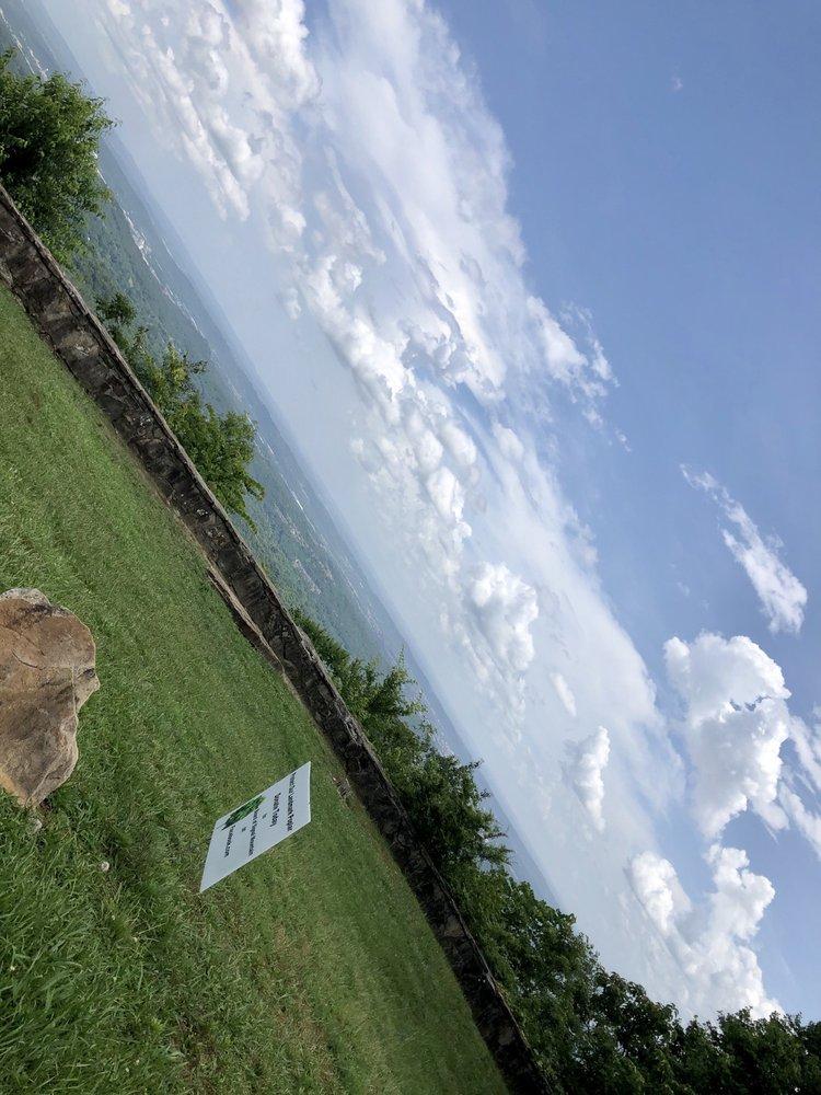 Walden Town: 1836 Taft Hwy, Signal Mountain, TN