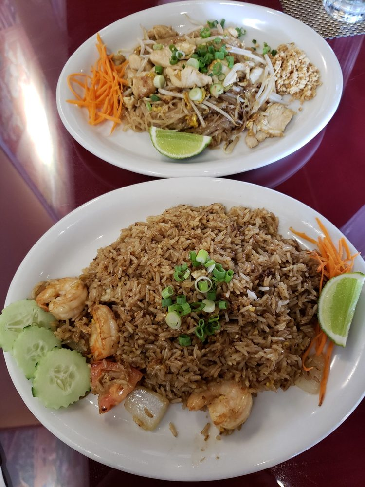 Lunch Specials Pad Thai With Chicken And Fried Rice With Shrimp