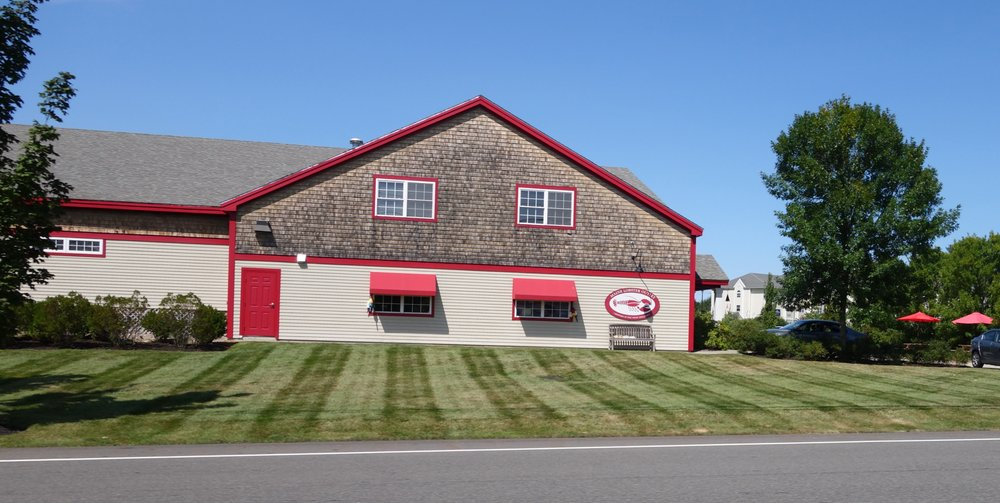 Maine Lobster Outlet: 360 US Rte 1, York, ME