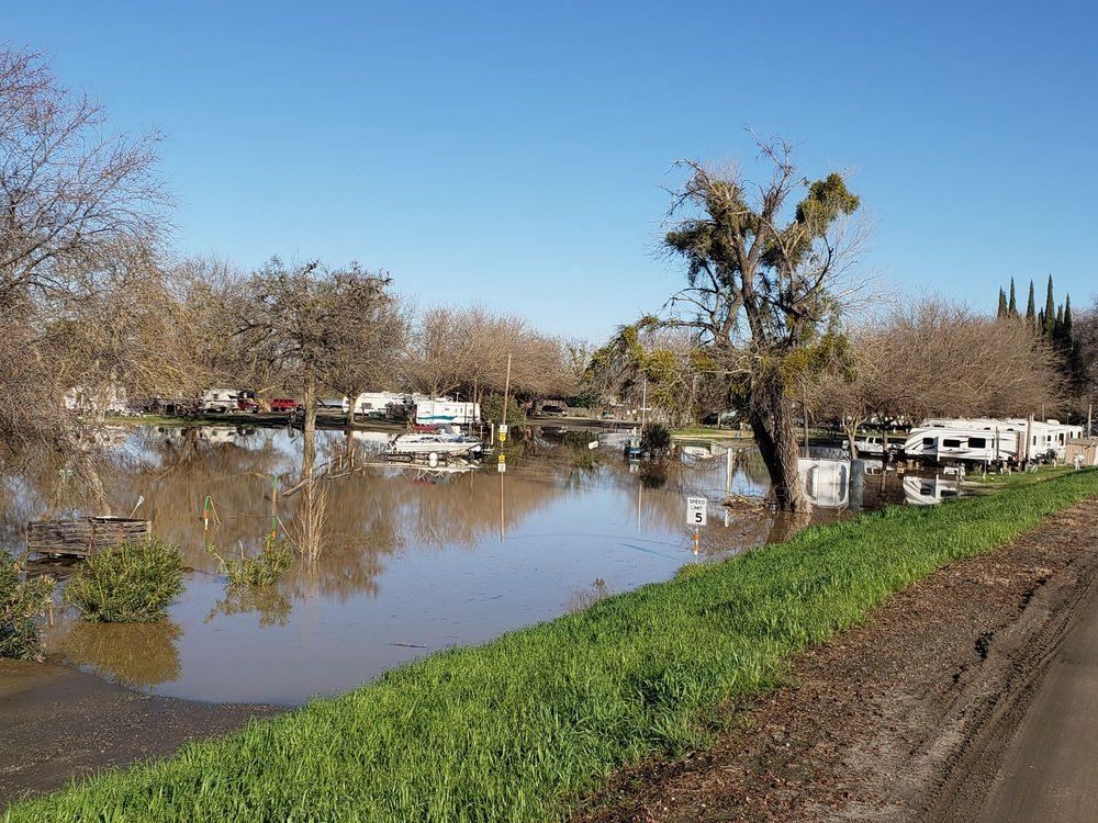 Lovey's Landing: 3474 N Meridian Rd, Meridian, CA