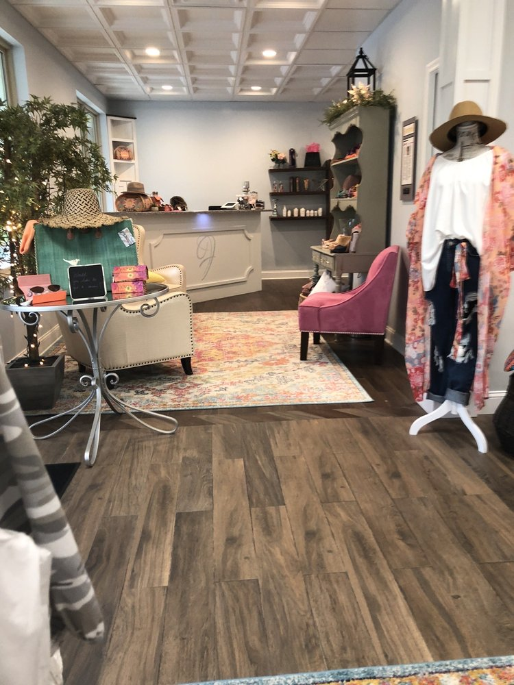 On The Fringe Hair Studio: 1 Highlands Blvd, Archbald, PA