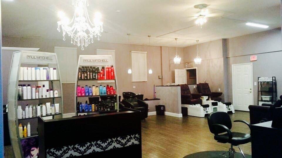 Kellie Marie's Salon: 2615 E Division St, Diamond, IL
