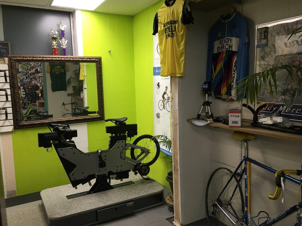 R & M Cyclery: 832 W Washington St, Springfield, IL