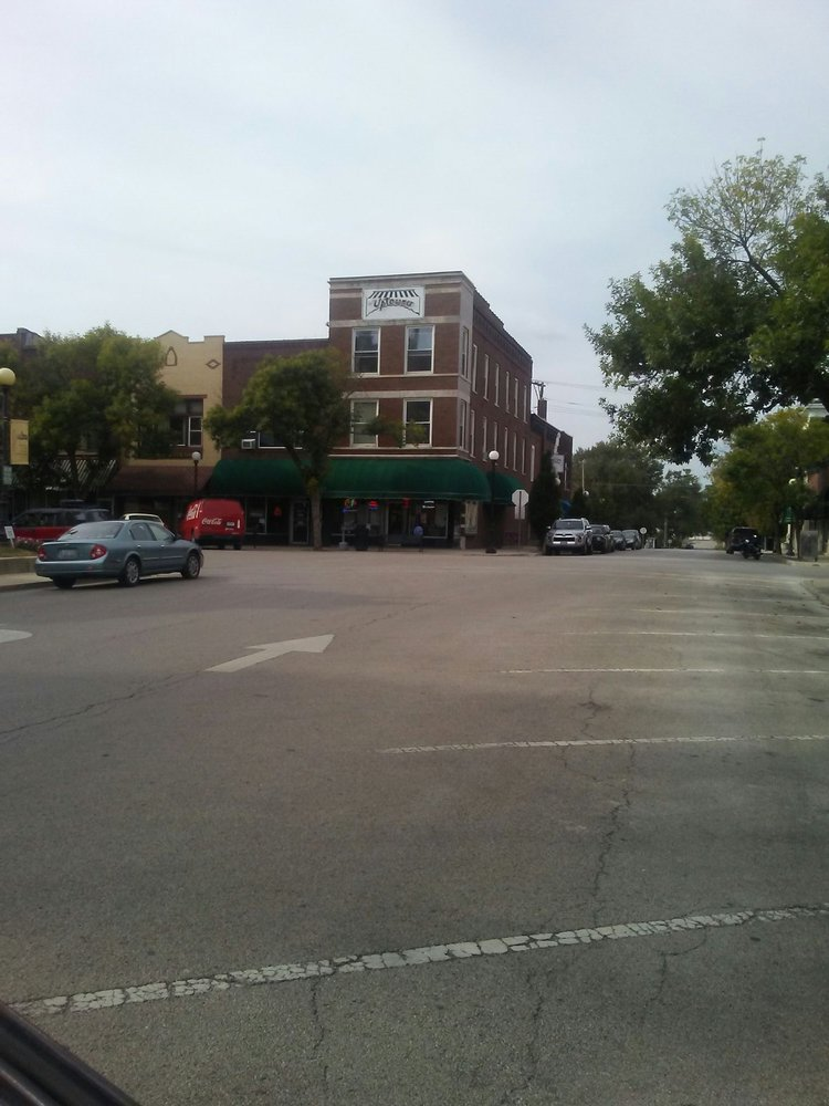 Mac's Uptowner: 623 Monroe Ave, Charleston, IL