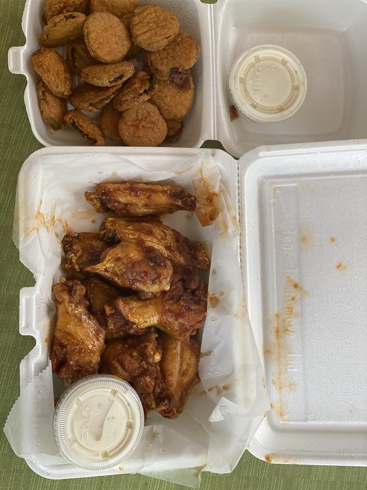 Squeek's Bar and Grill: 1160 Hill Rd N, Pickerington, OH