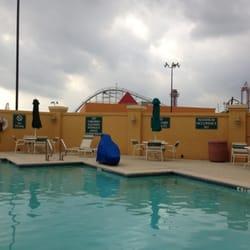 Photo of La Quinta Inn & Suites Arlington North 6 Flags Dr - Arlington, TX