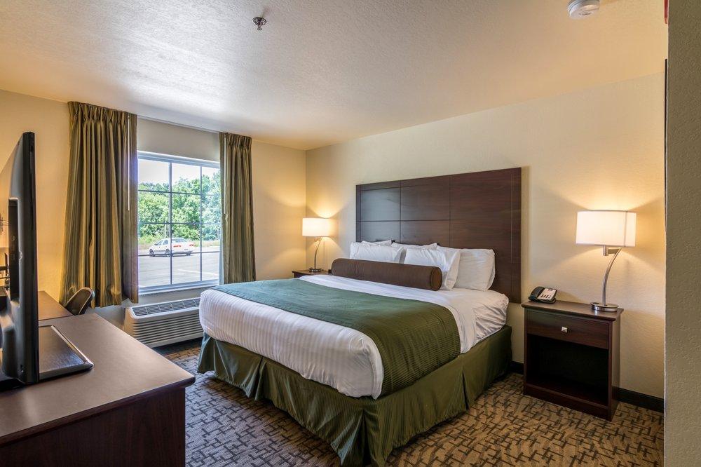 Cobblestone Inn & Suites - Barron: 430 W Division Ave, Barron, WI