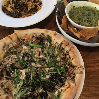 California Pizza Kitchen 113 Photos 108 Reviews Pizza 4999 Old Orchard Rd Skokie Il
