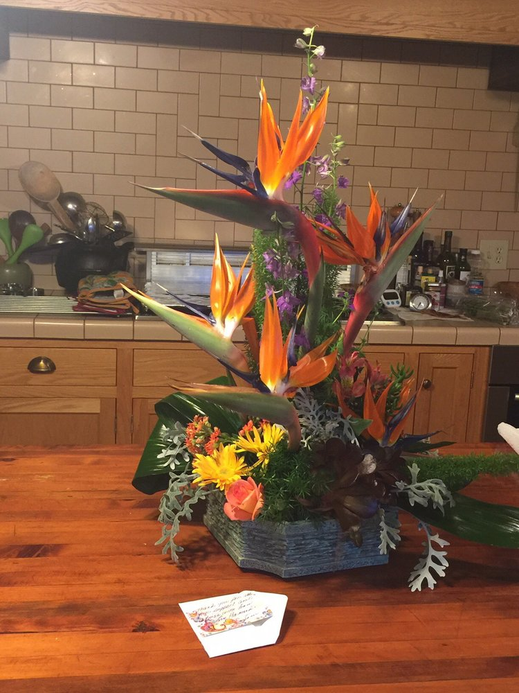 Florals by Chris: 106 Orchard Ln, Winters, CA