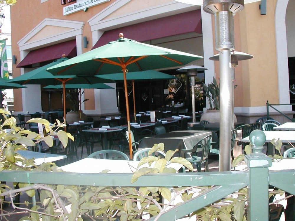 Peppino S Italian Restaurant: Outdoor Patio Seating