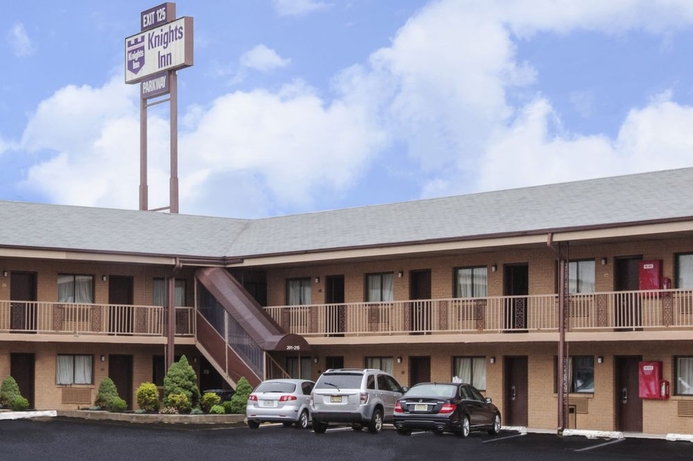 Knights Inn South Amboy Garden State Parkway South Exit 125 Hotels 7089 State Route 35