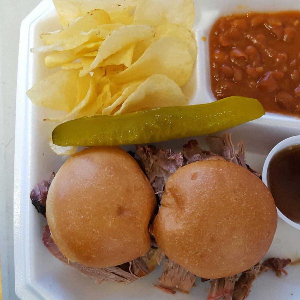 Outlaws BBQ & Grill: 17 E Main St, Duchesne, UT