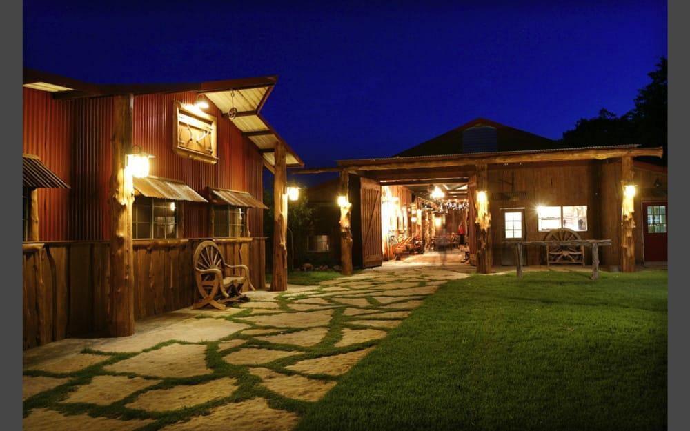 Moon River Ranch: Cr 417A, Satin, TX