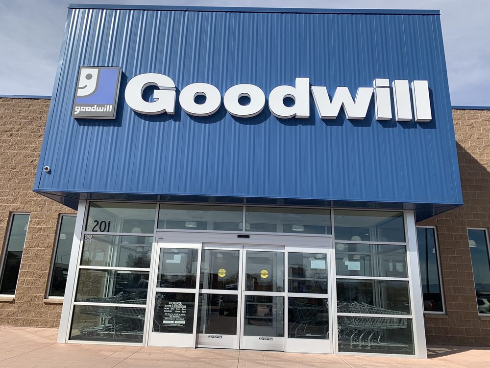 Goodwill: 201 Desert Willow Rd NW, Los Lunas, NM