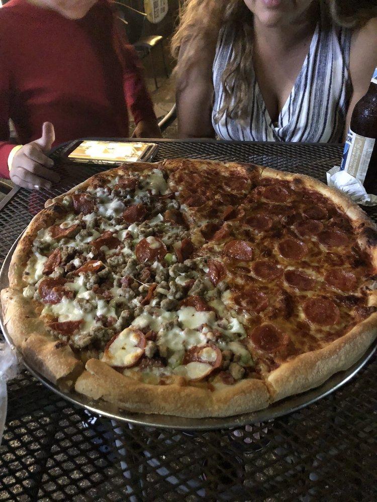 Junior Pizza Playa Jobos Isabela: Carretera 466 Km 7.2, Isabela, PR