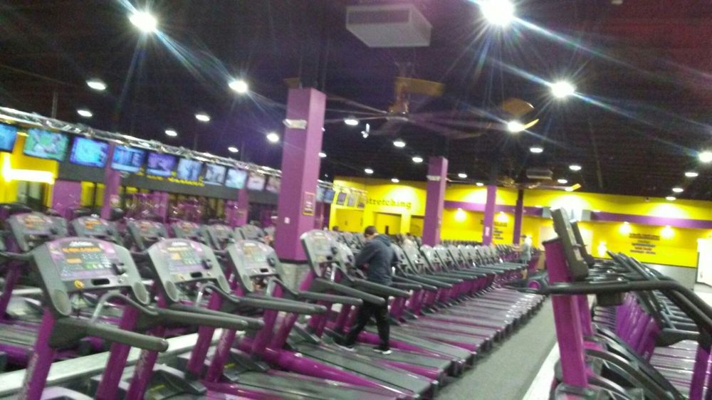 Planet Fitness Hauppauge Ny 18 Reviews Gyms 240 Motor Pkwy