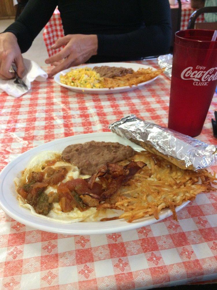 Casa Falcon Restaurant: Camp Wood, TX