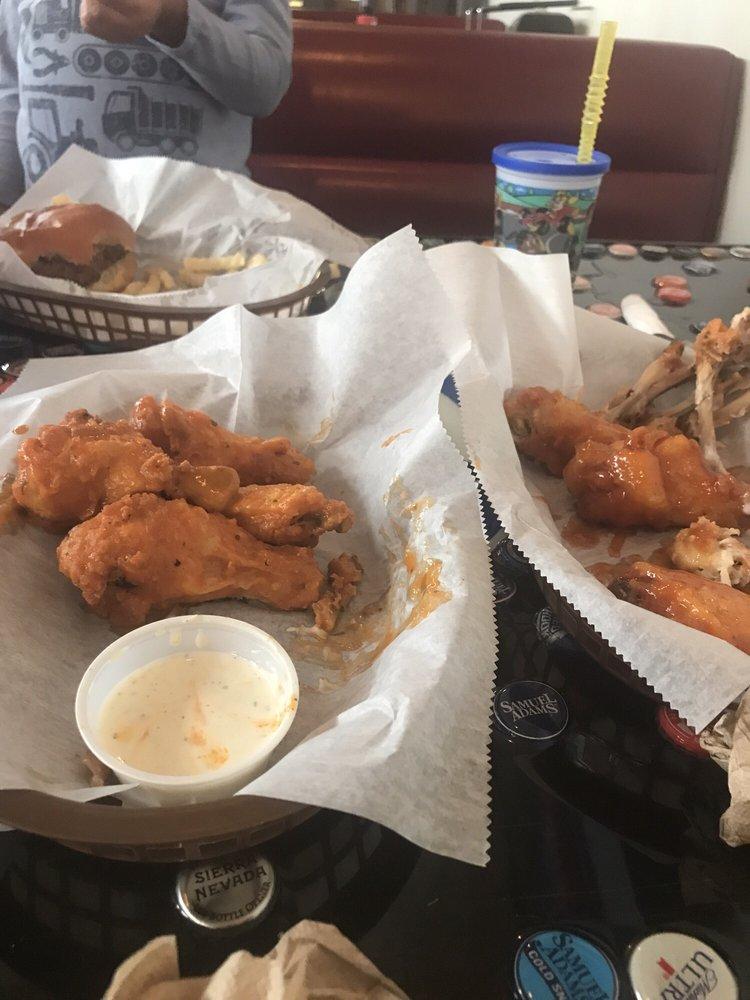 Food from Crankys Burgers, Birds, & Billiards