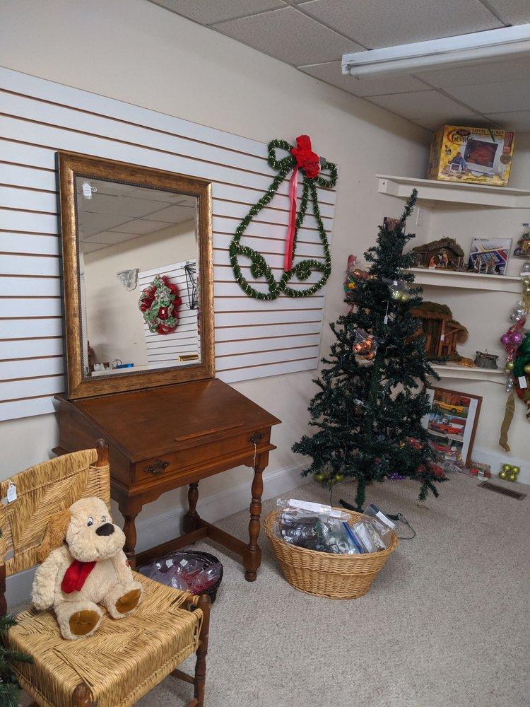The Corner Thrift Shoppe: 504 W Broad St, Dunn, NC