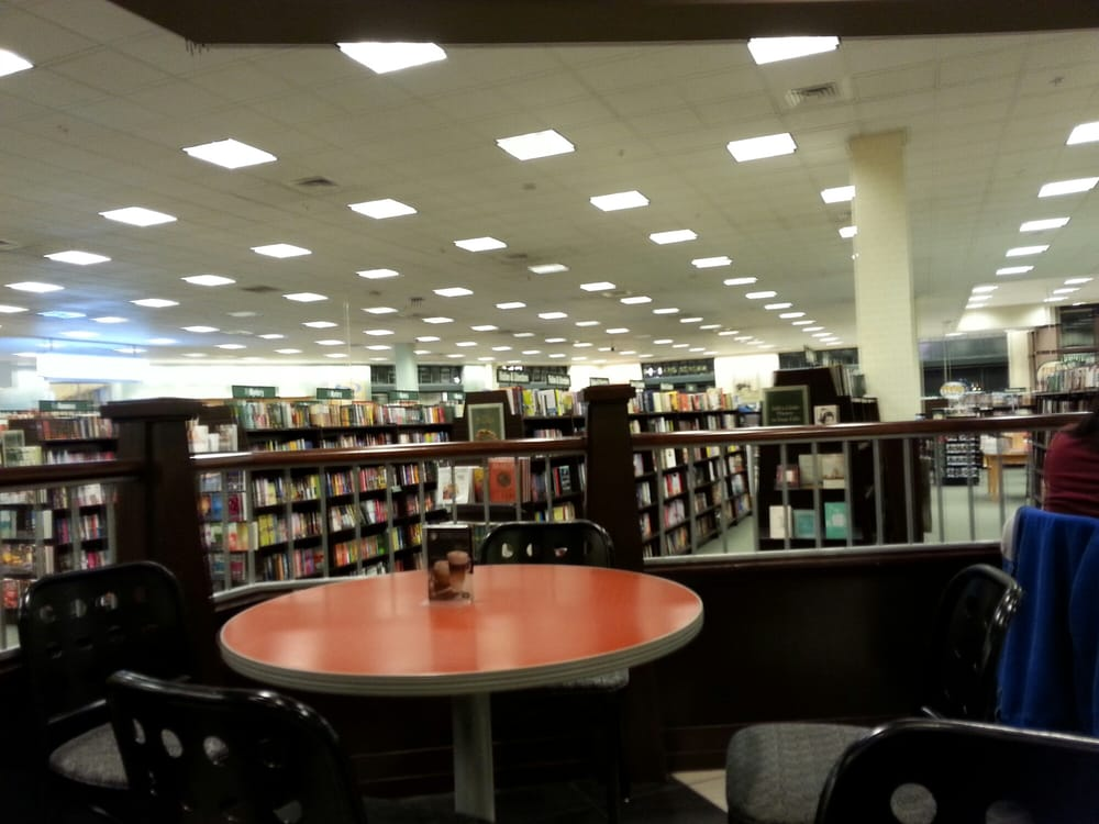Barnes & Noble: 801 Lehigh Lifestyle Ctr, Whitehall, PA