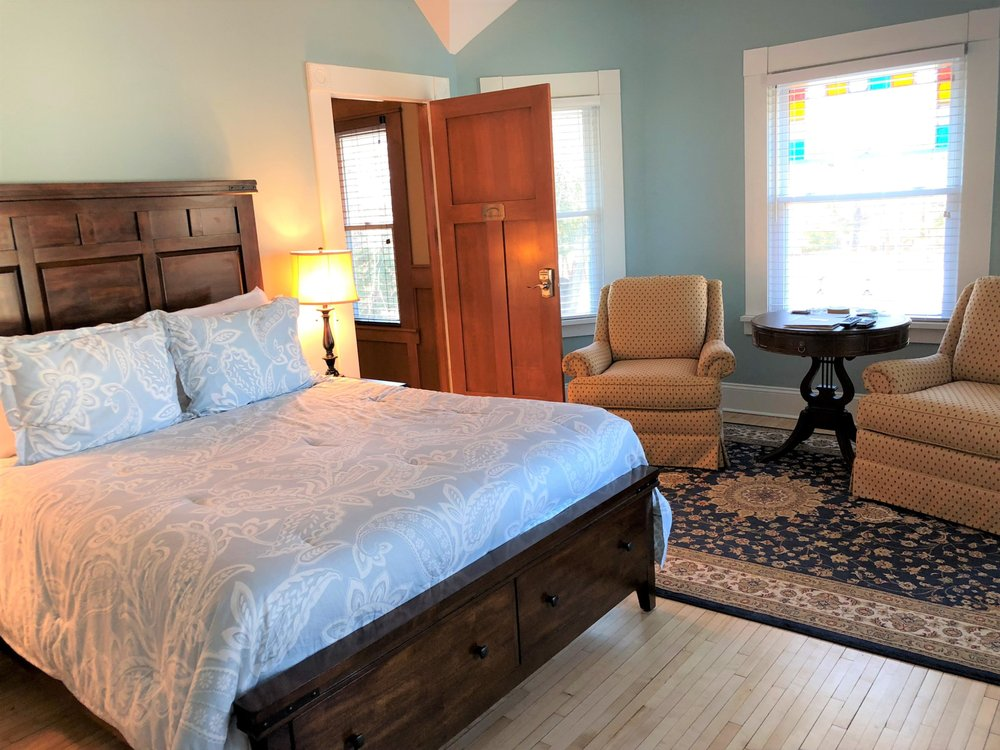 Greenway House Bed and Breakfast: 380 Lake St, Green Lake, WI