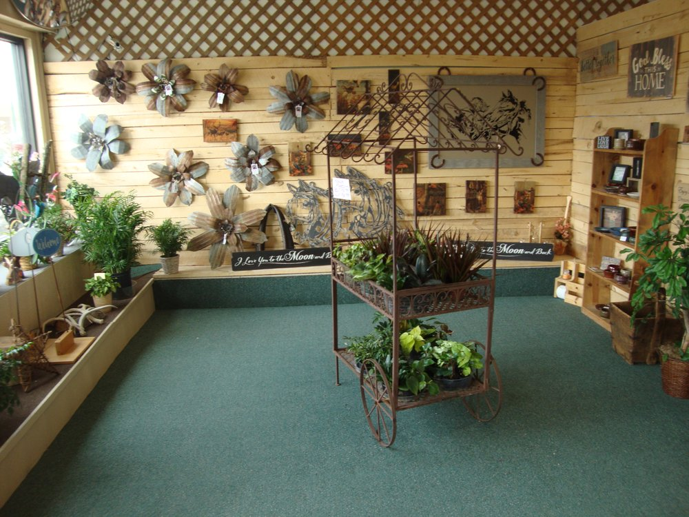 Deer River Floral & Gifts: 115 Main Ave E, Deer River, MN