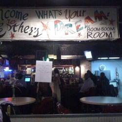 Esther's Breakfast Club & Cocktail Lounge - CERRADO - 12 reseñas ...