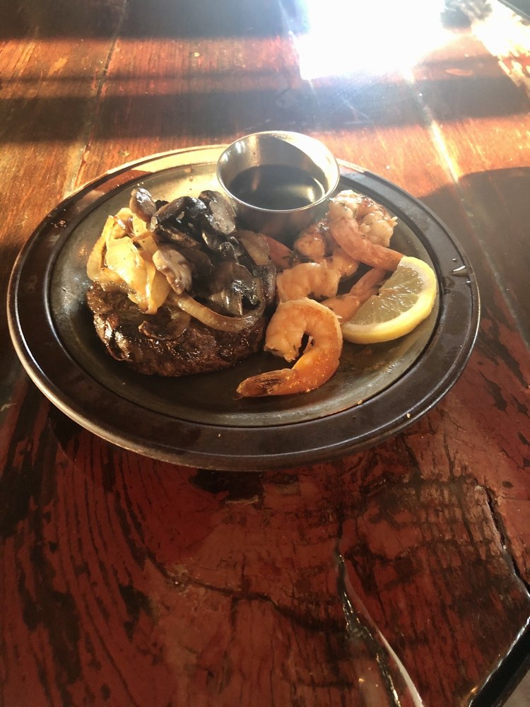 Cream City Supper Club: 6495 Cream City Rd, Oconto, WI