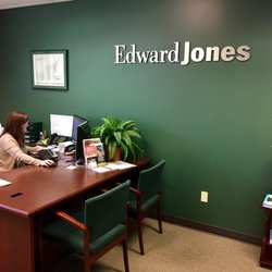 Photo Of Edward Jones   Financial Advisor: Calen H Johnson   Kirkland, WA,