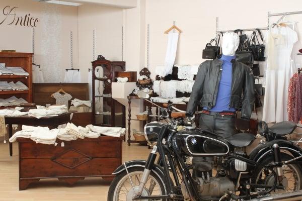 Di mano in mano antiquari e restauratori via for Antiquari a milano