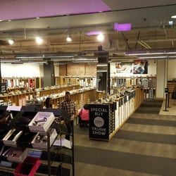 Is DSW Warehouse Shoes store for women only?