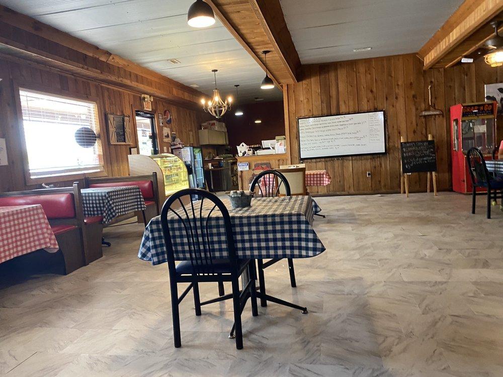 Mccawleys Farmhouse Cafe: 7526 North Dixie Hwy, Bonnieville, KY