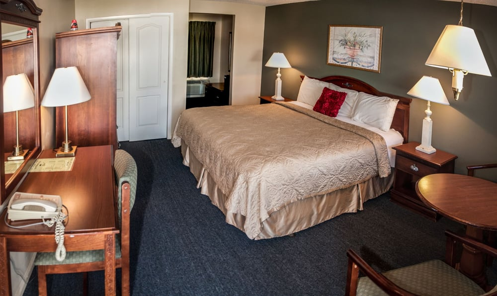 point pleasant manor 37 photos 17 reviews hotels. Black Bedroom Furniture Sets. Home Design Ideas