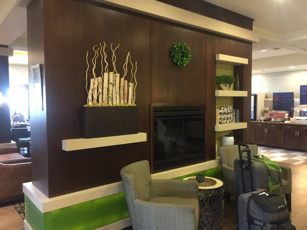 Holiday Inn Express & Suites Belgrade: 309 W Madison Ave, Belgrade, MT