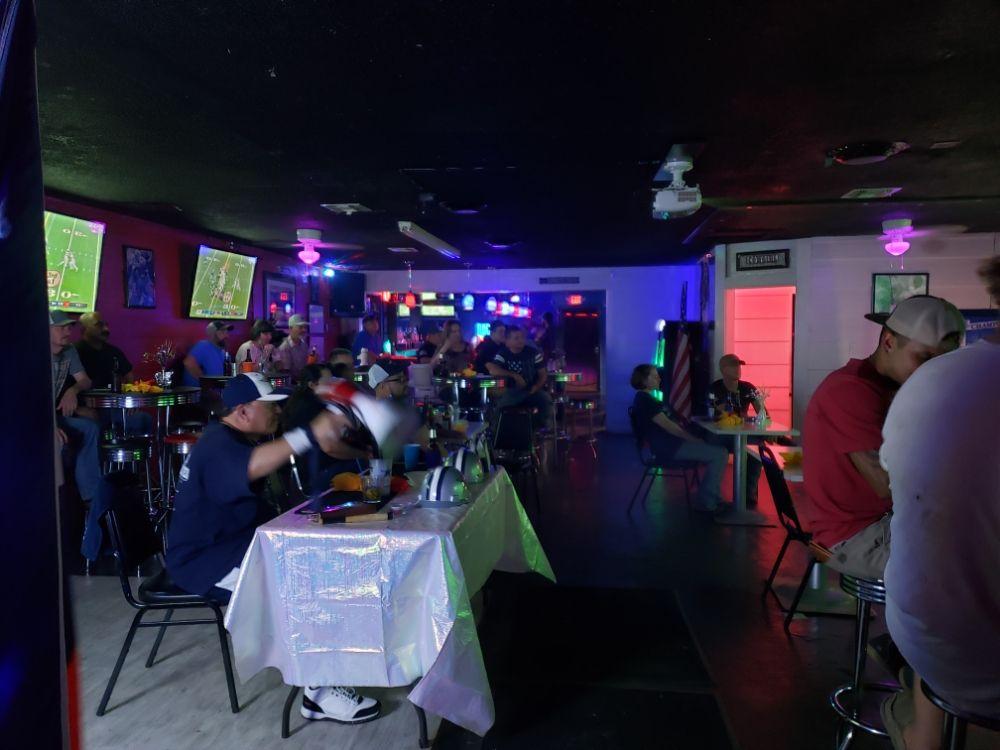 The Stadium Sports Bar: 216 Salt Works Rd, Palestine, TX