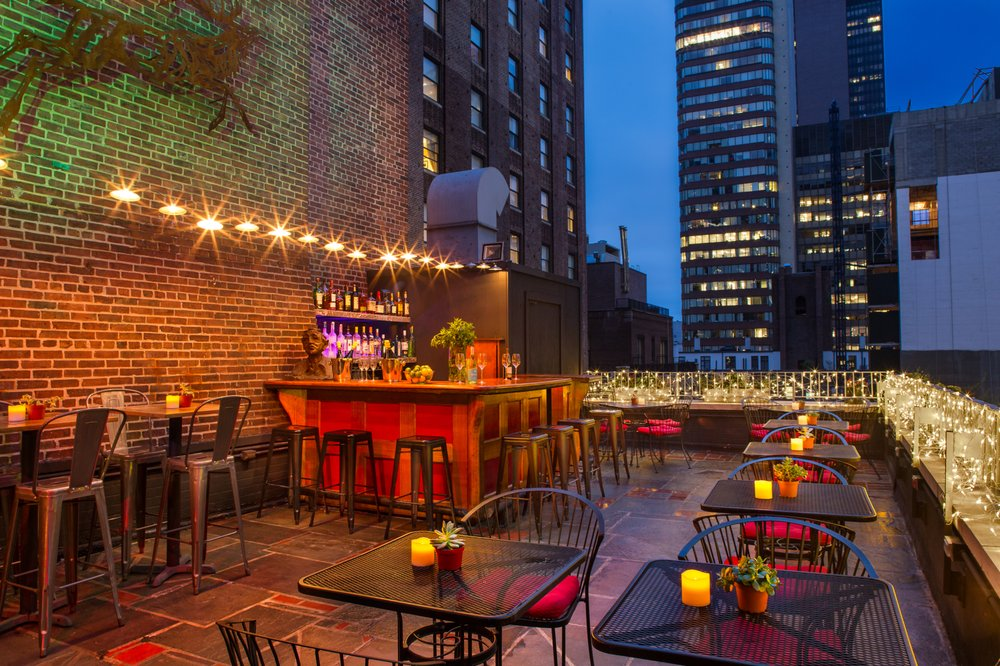 Henry's Rooftop Bar: 501 Lexington Ave, New York, NY