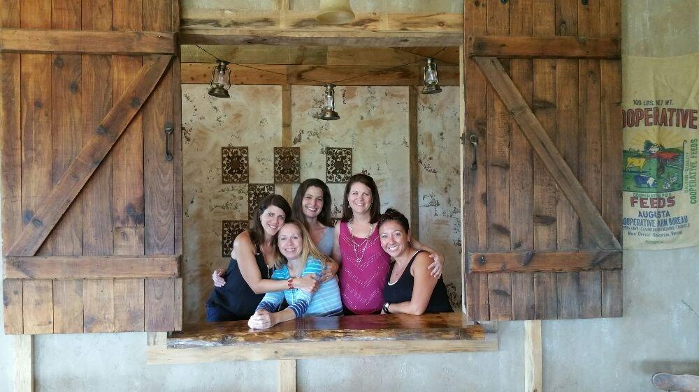 Time 2 Wine Tours: Luray, VA