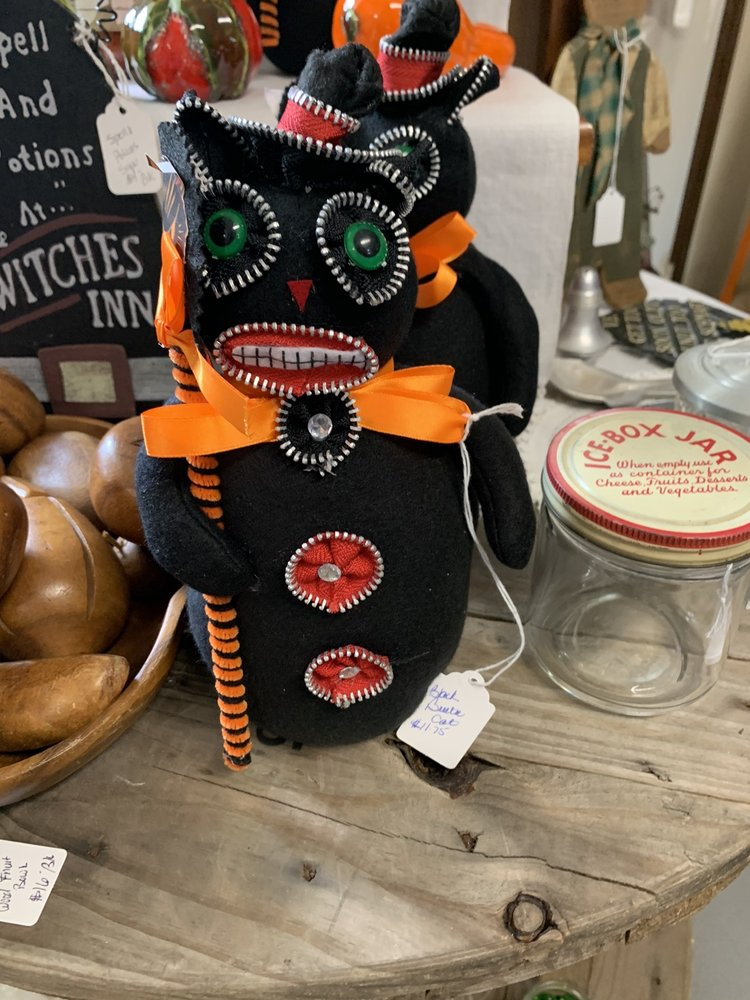 Christmas Shop & Countree Cupboard: Chalk Hill, PA