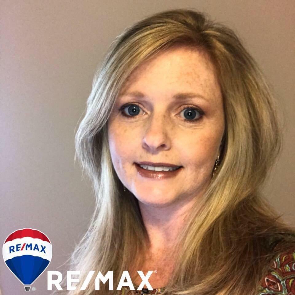 Regina James-RE/MAX Heritage: 74 N Main St, Arab, AL