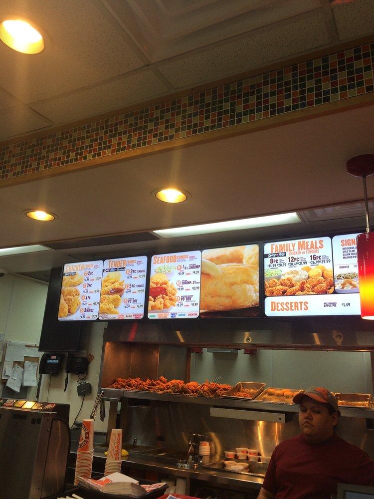 Popeyes - Fast Food - ... Undercooked Chicken Wings