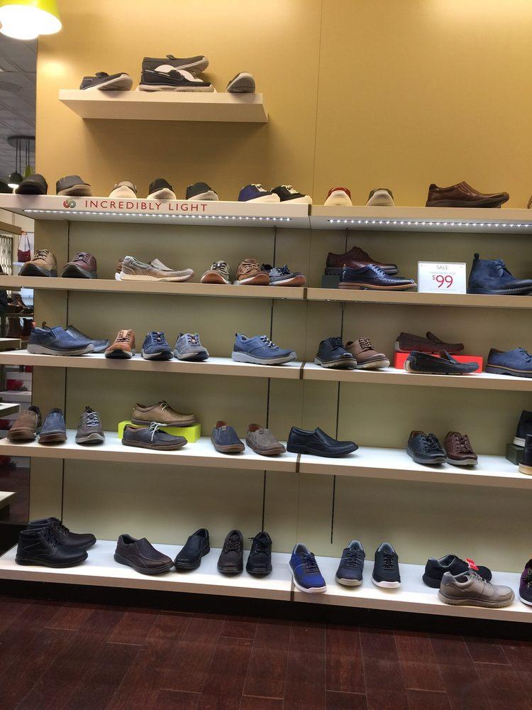 Shoe Shopes In  Oaks